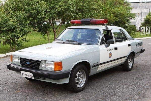 Nos anos 1980 e 1990 o Opala tinha sua versão de frota, usada na policia. Quem lembra dessa?