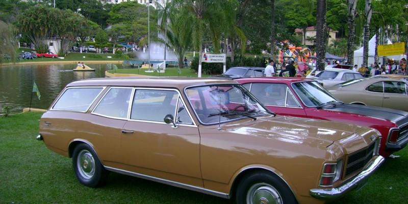 400.000 quilômetros e muita história pra contar abordo de uma Caravan 1978.