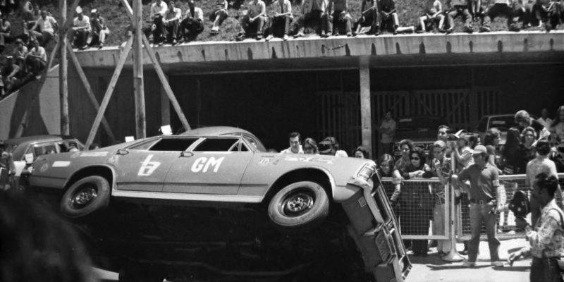 Euclides Pinheiro e suas acrobacias com o Chevrolet Opala