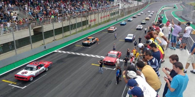 Mais de 10000 pessoas na Old Stock Race em Interlagos.